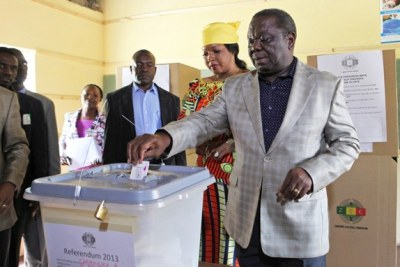Prime Minister Morgan Tsvangirai and his wife casting a vote (file photo).