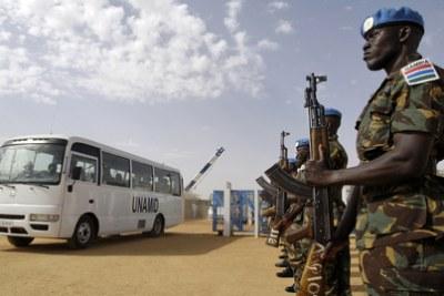 Soldats gambiens de la mission ONU/UA au Darfour - Gambian soldier of UNAMID in June 2008