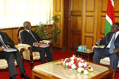 President Kibaki (right) holds talks with former presidents Thabo Mbeki (South Africa) and Pierre Buyoya (Burundi), at his office in Nairobi (file photo).
