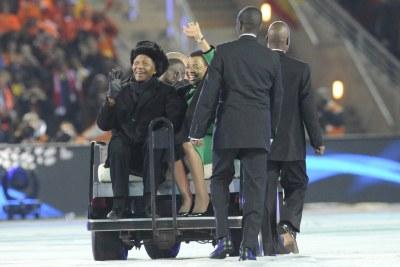 Nelson Mandela et Graca Machel devant 85000 spectateurs lors de la finale du mondial en Afrique du Sud