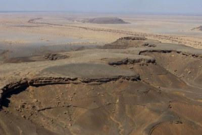 Une vue aérienne du paysage entre Smara et Mehaires, le Sahara Occidental