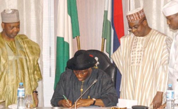 Nigerian Senate Approves Minimum Wage Bill - allAfrica com