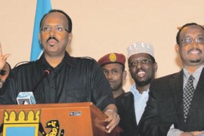 Le président somalien Mohamed Abdullahi Mohamed à ggauche, également connu sous le nom de Farmaajo.