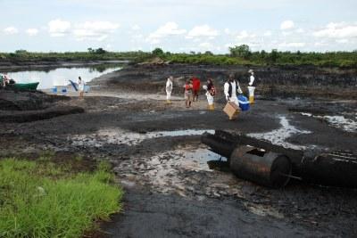 certains habitants d'Ogoni durant le briefing du PNUE