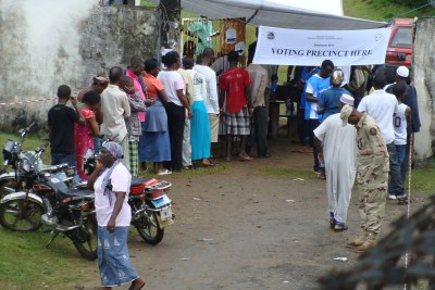 People stand in line to vote at Liberia's elections (file photo).