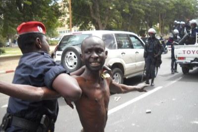 Un policier à Dakar