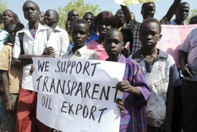 South Sudanese citizens show support for their government (file photo).