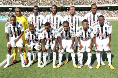 L'équipe du TP.Mazembe le 15/04/2012 au stade des Martyrs à Kinshasa, lors du match contre l'AS-V. Club.