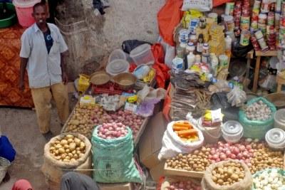 Des produits agroalimentaires sur l'étale d'une boutique