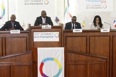 De gauche à droite: le secrétaire général de l''OIF, Abdou Diouf; le président congolais, Joseph Kabila; le président sénégalais Macky Sall et la ministre française de la Francophonie, Yamina Benguigui le 14/10/2012 lors du 14ème sommet de la francophonie.