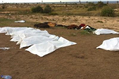 Les corps des personnes exécutées sur le lieu où Mouammar Kadhafi a été tué