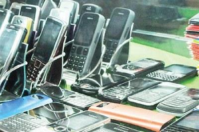 Communication Commission of Uganda has postponed switching off of fake phones to next year.