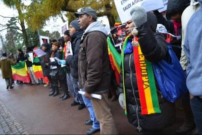 Ethiopians protest against the repatriation of its citizens from Saudi Arabia.