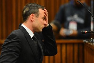 Le sprinter star Oscar Pistorius est vu à la Haute Cour de Pretoria le lundi 30 juin 2014 après avoir passé 30 jours sous observation psychiatrique pour déterminer s'il devrait être tenu pénalement responsable d'avoir tué sa petite amie Reeva Steenkamp.