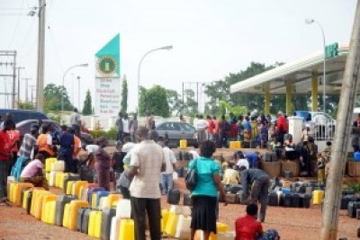 Nigerians are sitting in long lines to purchase fuel for their cars and generators at high prices as the energy crisis in the country worsens.
