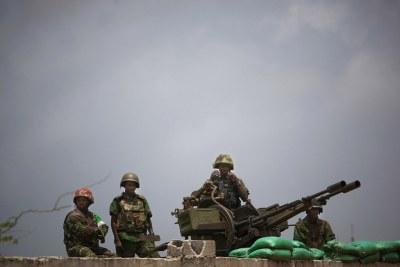 Des soldats de la paix de l'Union africaine et de l'ONU à Mogadiscio, en Somalie.