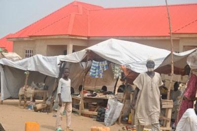 Des personnes déplacées dans le camp de Gubio, à Maiduguri, dans le nord du Nigeria, ont commencé à créer des petites entreprises afin de gagner leur vie, après avoir été déplacées par la violence de Boko Haram