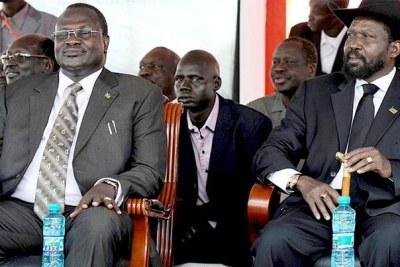 (Photo d'archives) - Le président Salva Kiir et le vice-président Riek Machar,côte à côte lors d'une manifestation à Juba