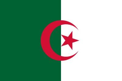 Drapeau de l'Algérie - Sa capitale, Alger, la ville la plus peuplée du pays est située au nord, sur le littoral méditerranéen. Avec une superficie de 2 381 741 km2, c'est à la fois le plus grand pays d'Afrique, du monde arabe et du bassin méditerranéen. Il partage au total plus de 6 385 km de frontières terrestres, avec la Tunisie au nord-est, la Libye à l'est, le Niger et le Mali au sud, la Mauritanie et le Sahara occidental au sud-ouest, et enfin le Maroc à l'ouest. Après cent trente-deux ans de colonisation française, à l'issue d'une guerre d'indépendance longue et meurtrière et à la suite du référendum d'autodétermination du 1er juillet 1962, l'Algérie proclame son indépendance le 5 juillet 1962.