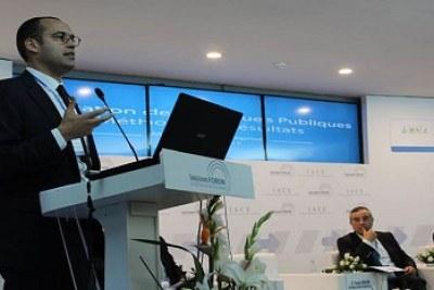 Yassine Brahim annonçant l'entrée en vigeur du nouveau code de l'investissement lors du forum économique de Tunisie.