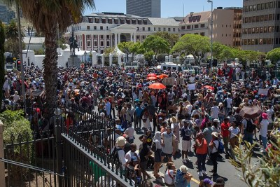 #FeesMustFall Protesters March to Parliament in Cape Town