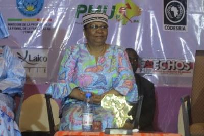 Venue présider la journée de réflexion que le Groupe AllAfrica Global a organisé le 7 mars à Bamako pour célébrer la journée internationale de la femme, Mme Aminata Maïga Keïta a attiré l'attention des Maliennes sur la nécessité de limiter les naissances pour espérer réaliser leur autonomisation économique.