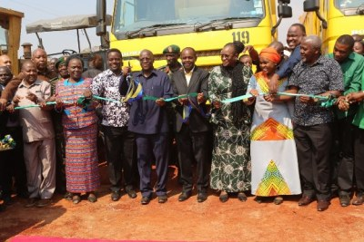 President John Magufuli with Minister for Works, Transport and Communications, Prof Makame Mbarawa (fifth left); First Lady, Janeth (third right); Minister for Education, Science and Technology and Vocational Training, Prof Joyce Ndalichako (second left) and other government officials as launched the construction of a tarmac road from Nyakanazi in Biharamulo District to Kakonko in Kigoma Region.