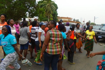 Aggrieved wives of Liberian soldiers protesting (file photo).