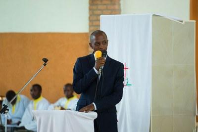 Former Bugesera mayor Emmanuel Nsanzumuhire gives his remarks during the mass at Nyamata Parish (file photo).