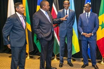 Présidents africains, de gauche à droite, Danny Faure des Seychelles, le président Kenyan Uhuru Kenyatta, Paul Kagame du Rwanda et Macky Sall du Sénégal au sommet G7 au Québec, Canada le 8 juin 2018.