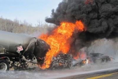 Camion citerne en feu (archive)