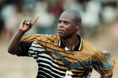 L'ancien joueur du Jomo Cosmos et de Mamelodi Sundowns, Phil Masinga,