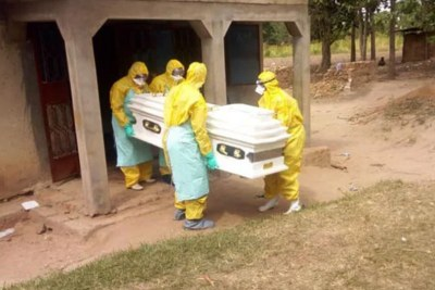 Health workers carry the corpse of a man suspected to have died of disease with Ebola-like symptoms for burial in Tororo District, Uganda on February 12, 2019.