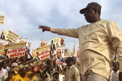 Le président sortant Macky Sall lors de son passage à Guédiawaye, au nord de Dakar, le 20 février 2019.