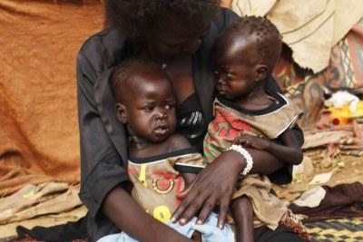 Deux jumelles souffrent de malnutrition au Soudan du Sud, décembre 2018.