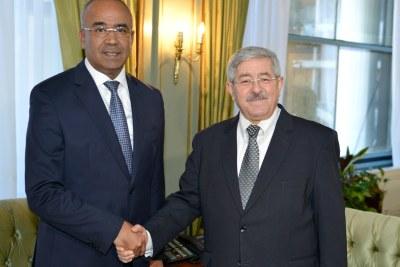 Le Premier Ministre M.Noureddine BEDOUI prend ses fonctions.