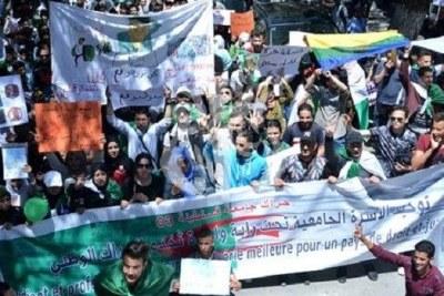 Dans l'Ouest du pays, les étudiants de plusieurs universités ont réaffirmé lors de marches pacifiques hebdomadaires leur implication dans le mouvement populaire et leur adhésion aux revendications du Hirak portant sur