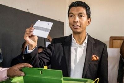 Andry Rajoelina, a voté à Antananarivo le 7 novembre 2018, lors de la                                                                                                                                                                               présidentielle malgache. Il était candidat lui-même.