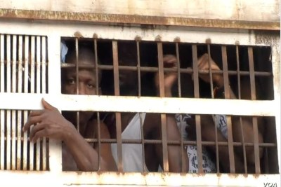 Prisoners are taken from the Kondengui Central Prison in Yaounde, Cameroon, July 23, 2019 (file photo).