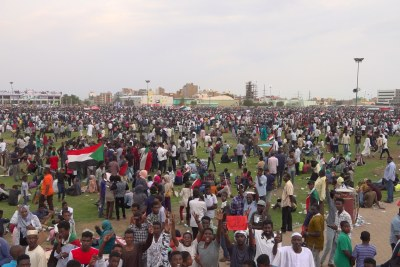 Thousands of people gathered in Friendship Yards on Saturday evening to celebrate the agreement with music.