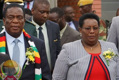 President Emmerson Mnangagwa and Zimbabwe Anti-Corruption Commission Chairperson Justice Loice Matanda-Moyo (file photo).