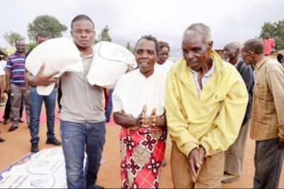Prophet Shepherd Bushiri at his previous maize distribution exercise, seen carrying a bag of maize when he donated the grain to hunger stricken Malawians.