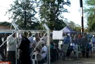 Une file de personnes en attente de voter au Botswana le 23 octobre 2019.