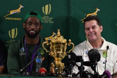 Springbok captain Siya Kolisi and coach Rassie Erasmus with the Webb Ellis Cup.