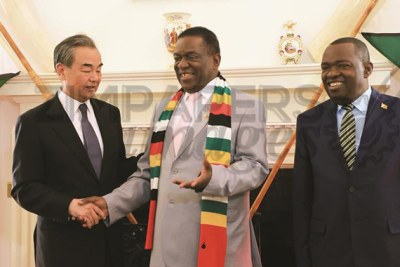 President Emmerson Mnangagwa welcomes Chinese Foreign Affairs Minister Wang Yi at State House in Harare, while flanked by Foreign Affairs and International Trade Minister Sibusiso Moyo (file photo).