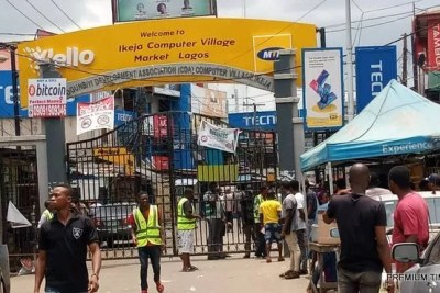 Even as the Coronavirus shutdown closes markets in Lagos, stall operators continue to try to eake out of meager living.