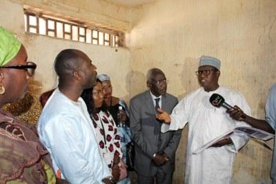En février 2019, Ousman Sowe accueille la Commission vérité dans l'enceinte de la NIA. Il n'évoque pas la machine de torture.