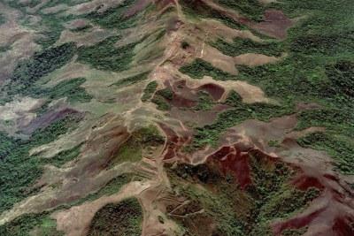 Montagnes de Simandou en Guinée riches en minerai de fer.