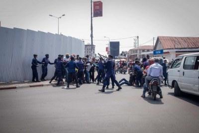 Des policiers arrêtent des manifestants à Goma, dans l'est de la RD Congo (Illustration)