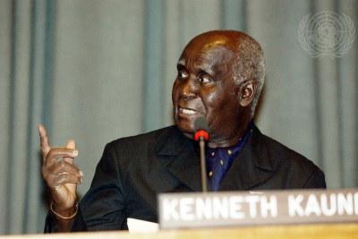 Kenneth Kaunda, premier président de la République de Zambie, lors d'une cérémonie marquant le quarantième anniversaire de la Journée de l'Afrique à New York en 2003.